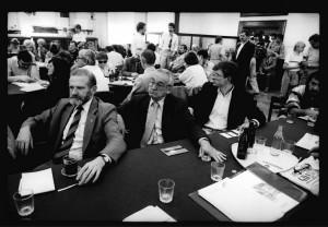 08.07.1990 GDANSK STOCZNIA GDANSKA SALA BHP NZ. BRONISLAW GEREMEK ANDRZEJ WAJDA ANDRZEJ CELINSKIFOT. JERZY GUMOWSKI